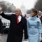 1月20日、ニューヨーク市場はドルが小幅安。写真は新米大統領に就任したトランプ氏ら。ワシントンで同日代表撮影(2017年 ロイター)